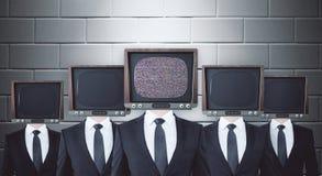 Старое ТВ возглавило бизнесменов стоковое изображение rf