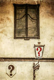 Старое фото с kafana вопросительного знака в городе Белграда Стоковое Фото