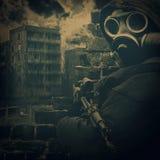 Старое фото человека в маске противогаза Стоковые Фотографии RF