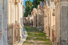 Старое французское кладбище в городке Menton на французской ривьере Стоковые Фото