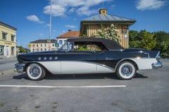 Старое amcar, автомобиль с откидным верхом 1955 2 дверей Buick Riviera 56r супер стоковое изображение rf