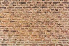 Старое brickwall на исторической церков Стоковое Фото