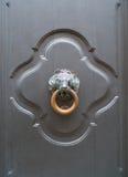 Старое knoker двери с львом Стоковая Фотография RF