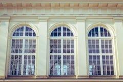Старое Windows дворца в Варшаве Стоковые Изображения