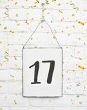 17 старой лет карточки вечеринки по случаю дня рождения с 17 с золотом Стоковое Фото