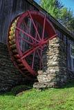 Старой приведенная в действие водой мельница шрота Стоковая Фотография