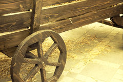 Старой тележка нарисованная лошадью деревянная Стоковые Фотографии RF