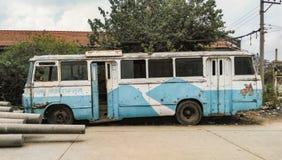 Старой шина непальца покрашенная синью электрическая Стоковая Фотография