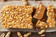 Старомодная пахта Penuche Fudge конфета с арахисами стоковая фотография rf