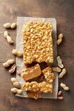 Старомодная пахта Penuche Fudge конфета с арахисами стоковые изображения