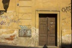 Старомодная дверь стоковое изображение
