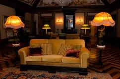 Старомодная живущая комната, винтажный интерьер дворца Стоковое фото RF