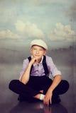 Старомодное усаживание мальчика Фото в ретро типе Стоковые Изображения RF