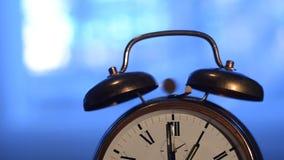 Старомодные винтажные кольца будильника сток-видео