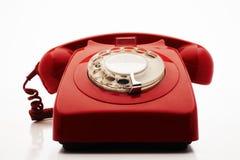 Старомодный красный телефон в студии стоковые фотографии rf