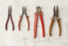4 старомодных плоскогубц инструментов ремонта, ниппели, провод-cutterson Стоковые Фотографии RF