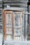 стародедовская дверь деревянная Деревянная дверь старого амбара Стоковое Изображение RF