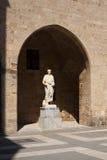 Стародедовская статуя в старом замке в Родосе, Греции Стоковое Изображение RF