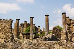 стародедовские колонки римские Стоковое Изображение RF