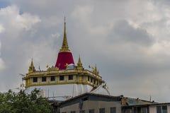 стародедовское andaround 2325 по мере того как канал Камбоджи buri ванны ванны ayutthaya увенчал paidto большого головного hismaj Стоковое фото RF