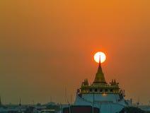 стародедовское andaround 2325 по мере того как канал Камбоджи buri ванны ванны ayutthaya увенчал paidto большого головного hismaj стоковая фотография