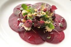 Стартер закуски бураков покрытый салатом Стоковая Фотография RF