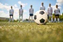 Старт футбольного матча стоковое изображение