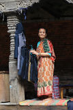 Старуха в квадрате Катманду durbar в Непале Стоковые Фото