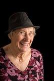 Старшая дама нося смеяться над fedora стоковое фото rf