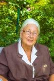 Старшая женщина в ее саде Стоковое Изображение RF