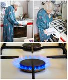 Старшая женщина дома и рассматривает счет за газ стоковое фото rf