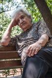 Старшая женщина на парке Стоковая Фотография