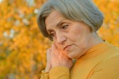 Старшая женщина на природе стоковая фотография rf