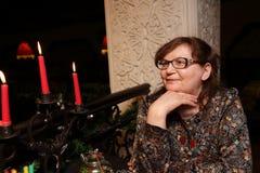 Старшая женщина с свечами Стоковое Изображение RF