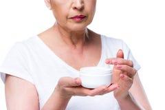 Старшая женщина с сливк стороны Стоковые Фото