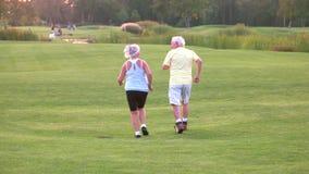 Старшая пара jogging сток-видео