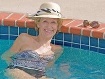 старшая sunbathing женщина Стоковые Фото