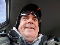 Старшее выражение сюрприза водителя стоковые изображения