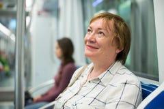 Старшее метро женщины стоковая фотография