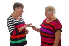 Старшие женщины в переговоре Стоковая Фотография RF
