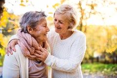 Старшие женщины на прогулке в природе осени Стоковая Фотография RF