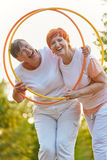 Старшие женщины смеясь над и усмехаясь Стоковое Изображение