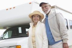 Старшие пары и дом RV Стоковые Изображения RF