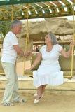 Старшие пары отдыхая на курорте Стоковое Изображение RF