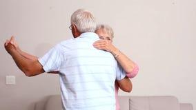 Старшие пары танцуя совместно видеоматериал