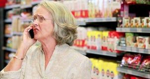 Старшие покупки женщины в гастрономе акции видеоматериалы