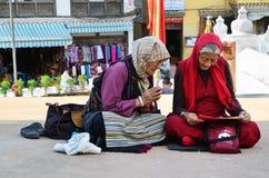 Старшие тибетские молитвы Стоковые Изображения RF