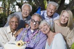 Старшие люди празднуя день рождения Стоковые Изображения RF
