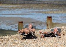 Старшие sunbathers Стоковое Фото