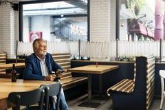 Старший бизнесмена используя концепцию прибора Стоковое Изображение RF